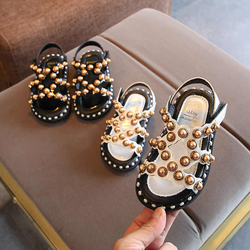 Children's Shoes 2019 New Sandals Baby Princess Shoes Girls Hollow Pearl Beach Shoes Rome Flat Sandal Summer amorous feelings