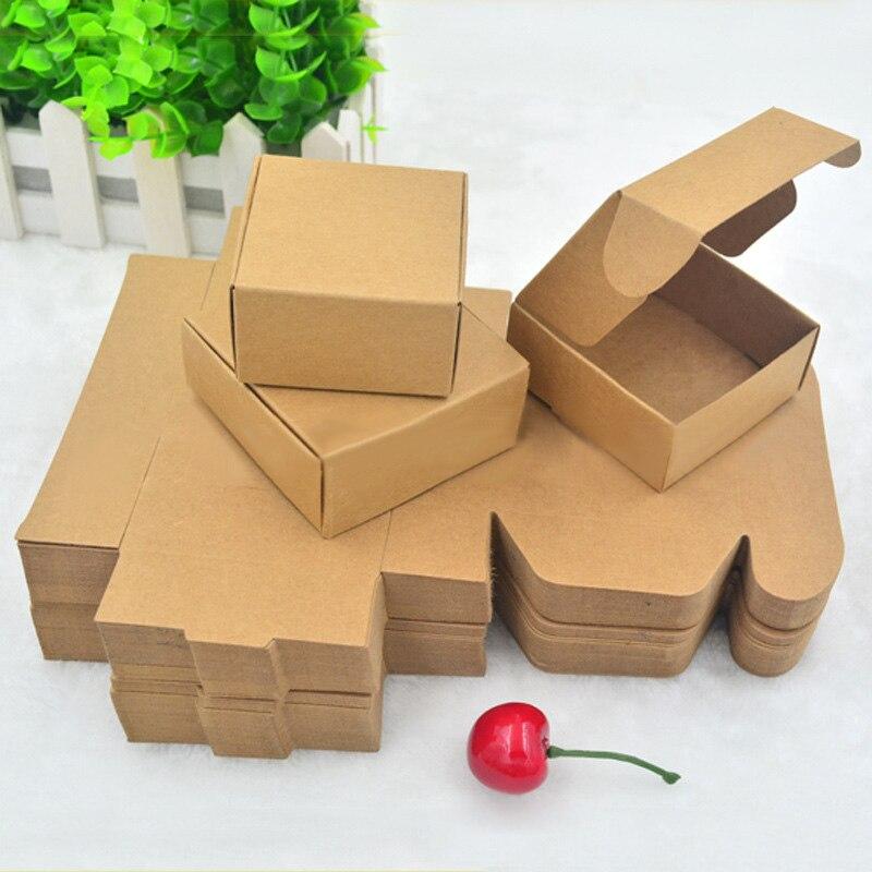 bricolage maison en carton maison tout en rondeur et en couleur fabrication du0027une maison. Black Bedroom Furniture Sets. Home Design Ideas