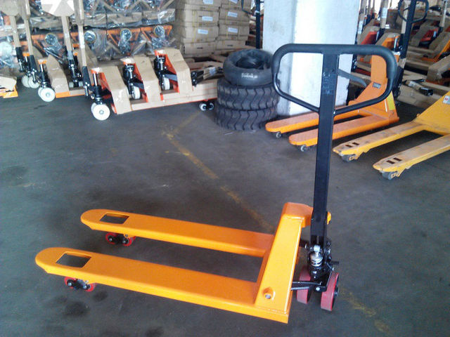 Hydraulic Hand Pallet Truck  With Capacity Of 2000kg