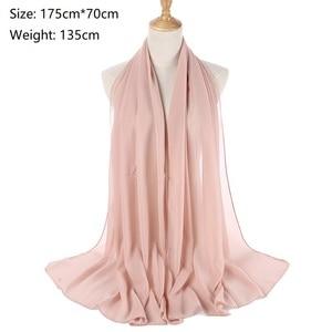 Image 2 - M MISM 40 kolory muzułmańskie szale wiskoza kaszmirowy szalik kobiety szyfonowy hidżab długi solidny szal kaszmirowy szalik na głowę Foulard Femme