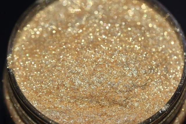 Light Gold and Diamond Loose Highlighter Dust Pigment Powder