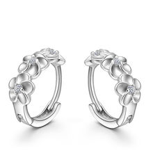 5db642504a53 Nueva joyería de moda 2019 mujeres Stud pendiente círculo Camelia flor  diseño espumosos incrustaciones de cristal de oreja de pl.