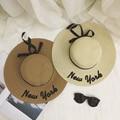 2016 moda de Nueva York Carta Bordado sombrero de Verano marca Grande ala Sunbonnet sombrero de Paja para Las Mujeres Frescas arco Sombrero para el Sol plegable