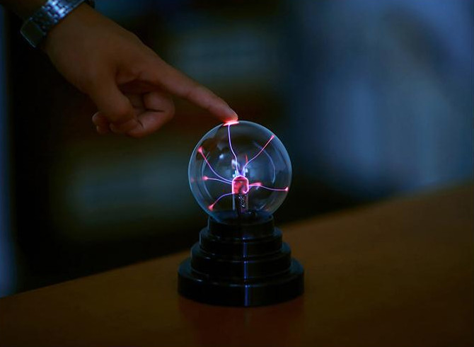 Новинка сенсорный Сенсор Light-up игрушки Сфера Магия плазмы шар света Стекло новогодние шары декоративные лавовые лампы для малыша мальчиков ...