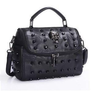 Image 2 - JIEROTYX sac à main en cuir de mouton véritable pour femmes, sacoche à bandoulière à rivets, crâne, fourre tout pour voyage, gothique noir