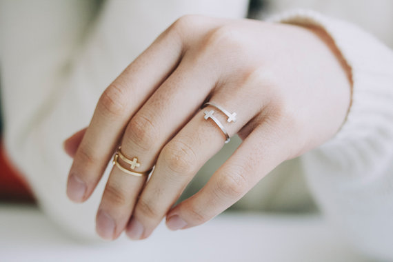 Fashion jewelry iron jesus sideways double cross cuff finger religious ring for women stretch girl ringsWholesale Free shipping