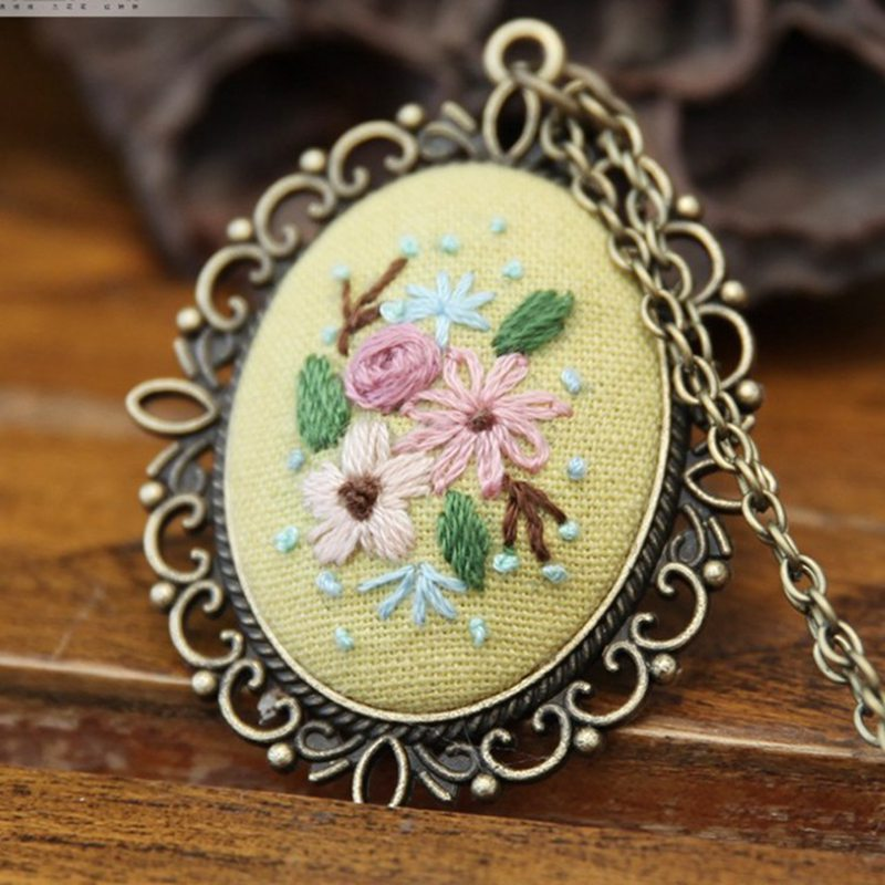 DIY Pre-Printed Embroidery Beginners Set European Retro Needlework Floral Pattern Cross Stitch Kit With Embroidery Necklace Hoop