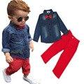 Мода Дети Мальчики Одежда набор 2 шт. костюмы [джинсовые Топы с бантом + Красный Брюки] новая Коллекция Весна Дети набор для мальчиков одежда для 3-8Y