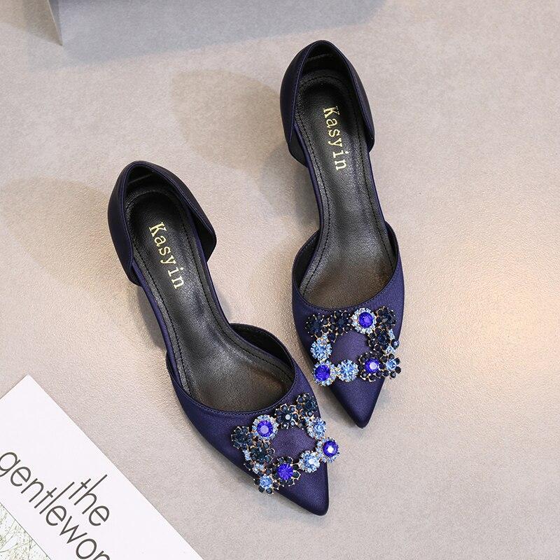 2018 ، المدببة جديدة رقيقة الكعب أحذية الزفاف جوفاء ل الإناث حجر الراين مربع التوى القط هي الأسود أحذية عمل-في أحذية نسائية من أحذية على  مجموعة 3