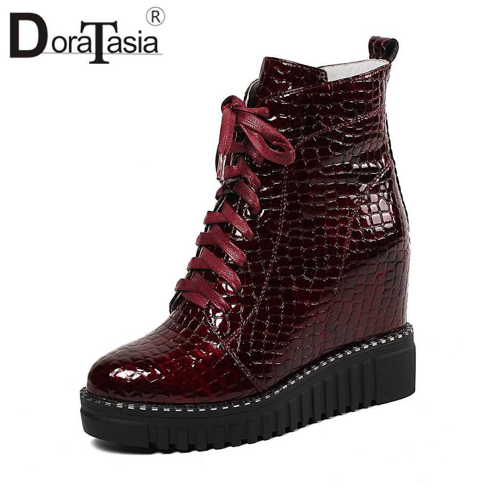 DORATASIA แฟชั่นความสูงเพิ่มรองเท้าสุภาพสตรีจริงสิทธิบัตรหนังข้อเท้ารองเท้าผู้หญิง 2019 แฟชั่นรองเท้าผู้หญิง