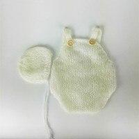 ทารกแรกเกิดผ้าขนแกะromper, Bonnetและromperตั้งอยู่ในลูกไม้ผ้าขนแกะ,อุปกรณ์ประกอบฉากการถ่ายภาพทารกแร...