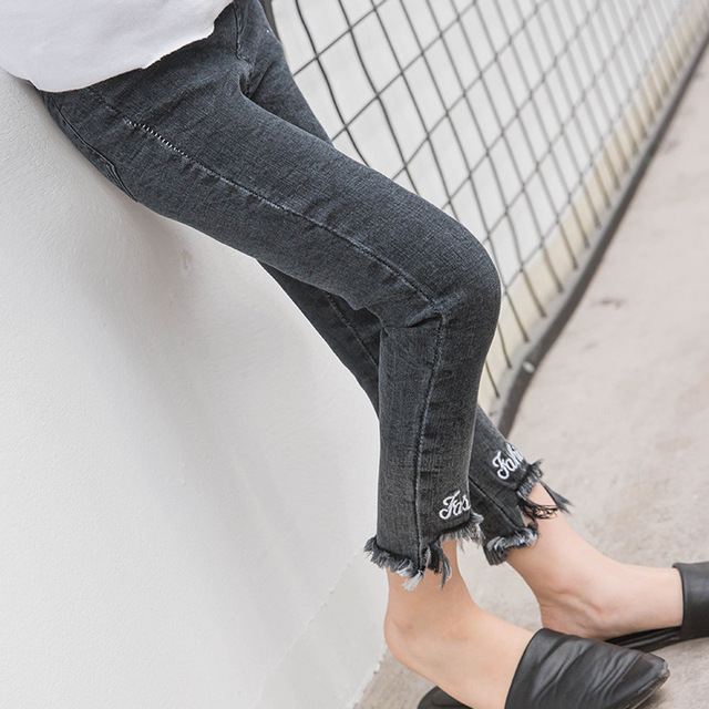 2017 spring New Girl Korean tassel slim jeans ripped jeans embroidery feet free shipping