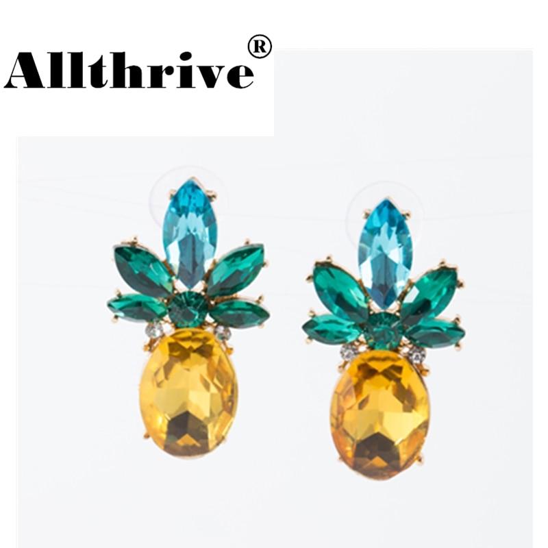 2018 New Fashion Women Crystal Pineapple Stud Earrings Girls Summer Jewelry Alloy Rhinestone Fruits Earrings for Women Hot Sales