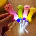 1 pcs Cuidados Com o Bebê Dos Desenhos Animados LED Ferramenta de Limpeza Ouvidos Colher Criança Colher de Cera com Luz Escavação Escavação Luminosa Seringa Da Orelha Ear-selecionador