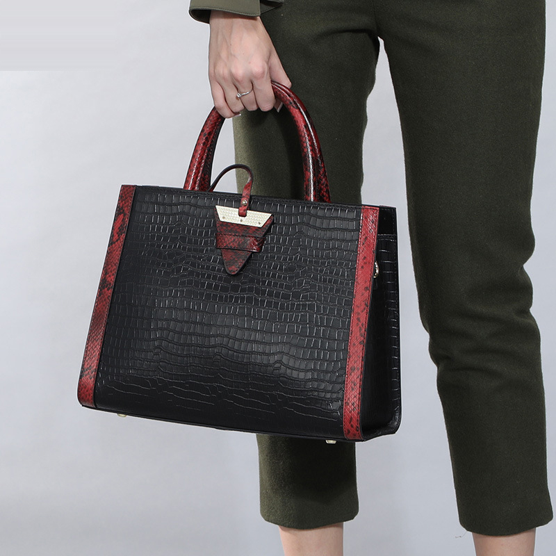 Leather handbag 2018 new bag wild atmosphere Korean version of the handbag female bag crocodile pattern картридж kyocera tk 1100 для fs 1024mfp 1124mfp 1110 черный 2100стр