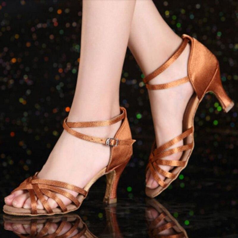 5ec4c4f791 Mulheres Latino sapatos de Dança Sapatos de Salto Alto Do Couro fundo macio  Preto de cetim