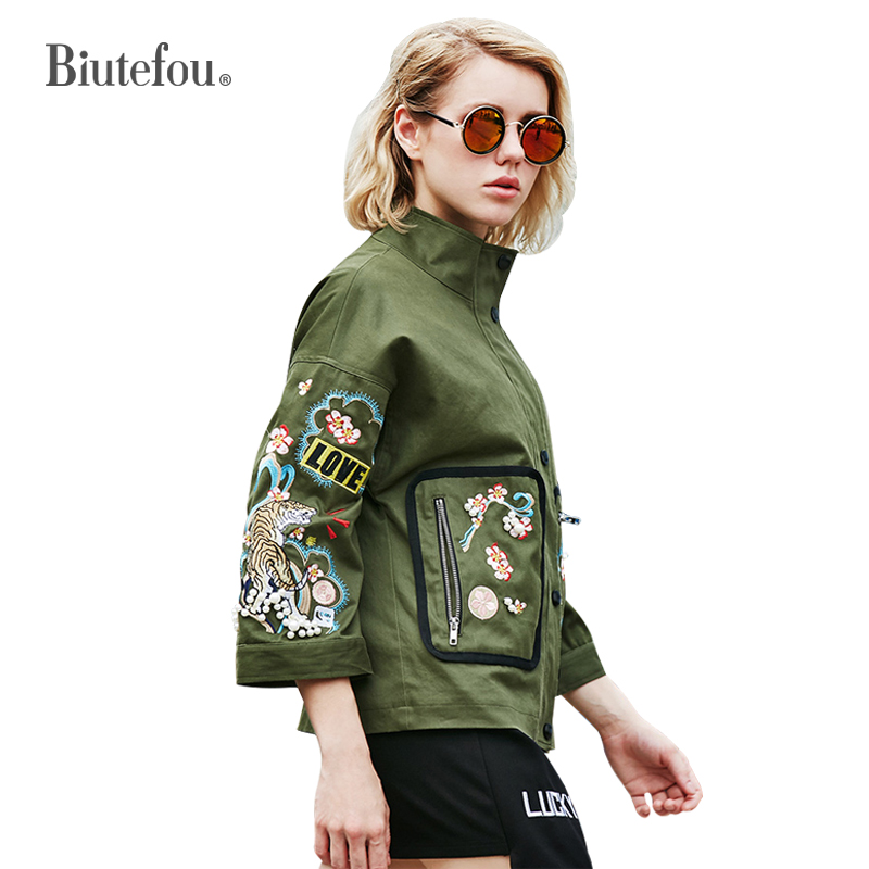2018 New arrival floral embroidery thin jackets fashion women stand collar patch designs three quarter sleeve jackets