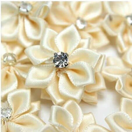 40 piezas rosa/blanco/Off-blanco hecho a mano pequeñas flores de tela de diamantes de imitación de satén para artesanía boda apliques ropa accesorios