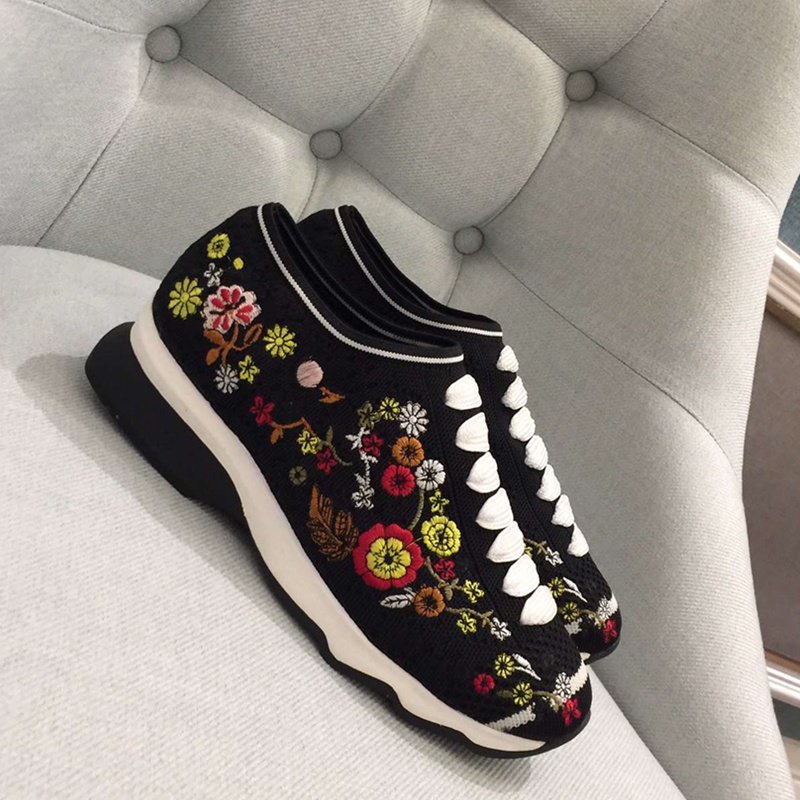 2018 New Woman Shoes Flower Embroidered Shoes Low Top Women Sneakers Hot Brand Designer Trendy Slip On Low Heel Sapato Feminino