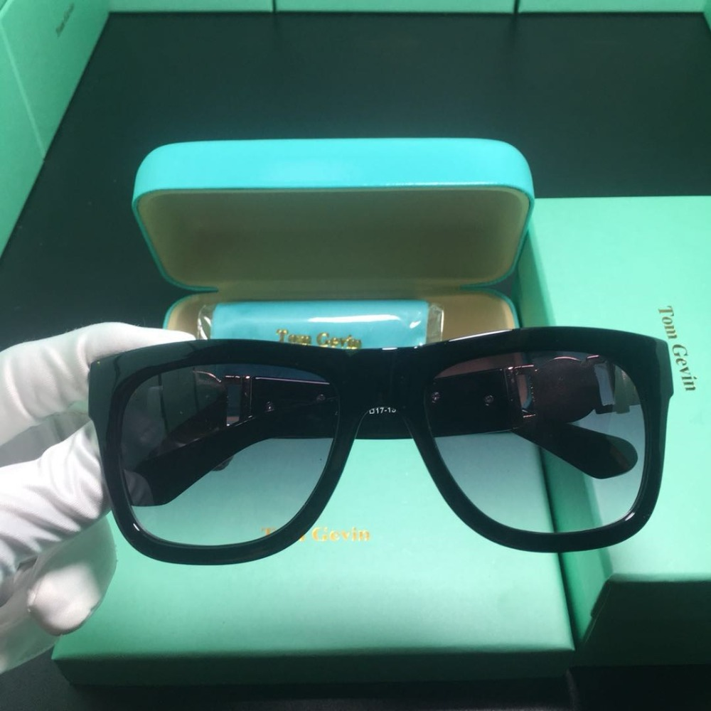 Image 5 - 2019 New Fashion Men/women Sun glasses medusaed top Brand Designer glasses Women Mirror Original Eyewear Oculos de sol Shades-in Women's Sunglasses from Apparel Accessories