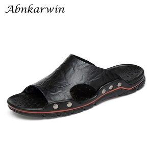 Image 1 - Zapatillas de cuero para hombre, chanclas masculinas deslizantes de talla grande, en 5 colores, gran oferta