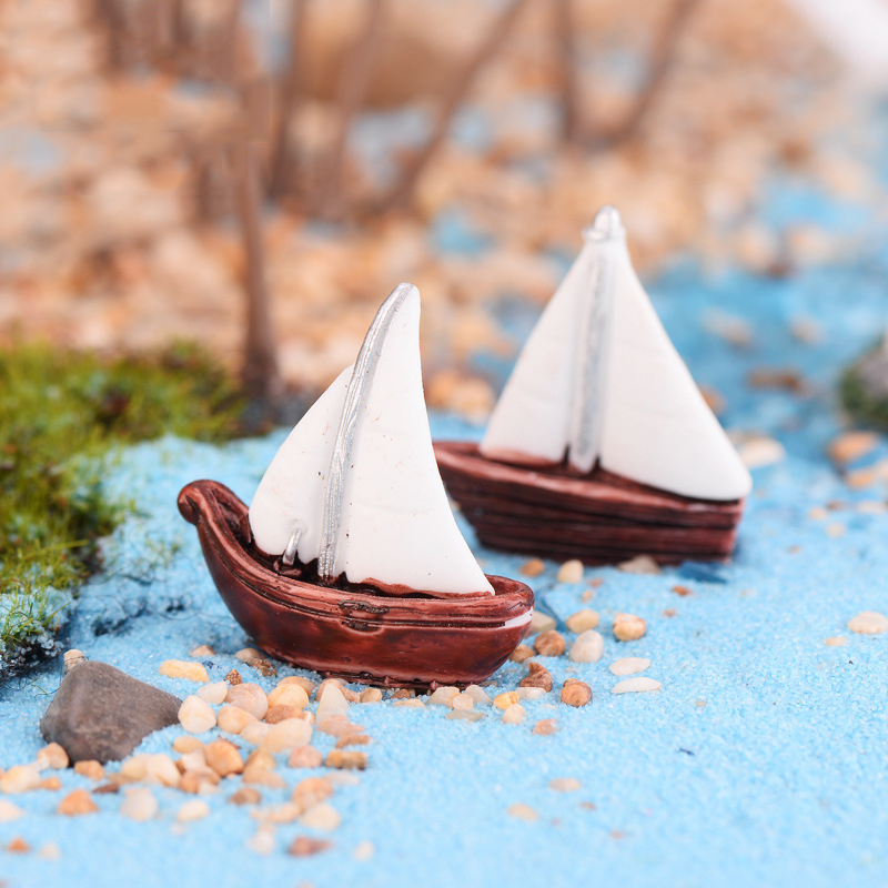 ZOCDOU 2 Pieces Exquisite Fast Sailing Boat Cute Red Flag Ship Small Statue Figurine Crafts Ornament Miniatures Decoration DIY