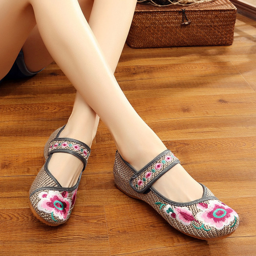 2018 Fashion Lady Shoes Chinese Cloth Flat Peking Shoes Women Flower Embroidered Shoes Soft Sole Comfortable Flat Spring vintage embroidery women flats chinese floral canvas embroidered shoes national old beijing cloth single dance soft flats