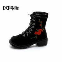2018 Red Flower Women Boots Embroider Round Toes Ankle Boots Flat Heels Handmade Shoes Vintage Boots