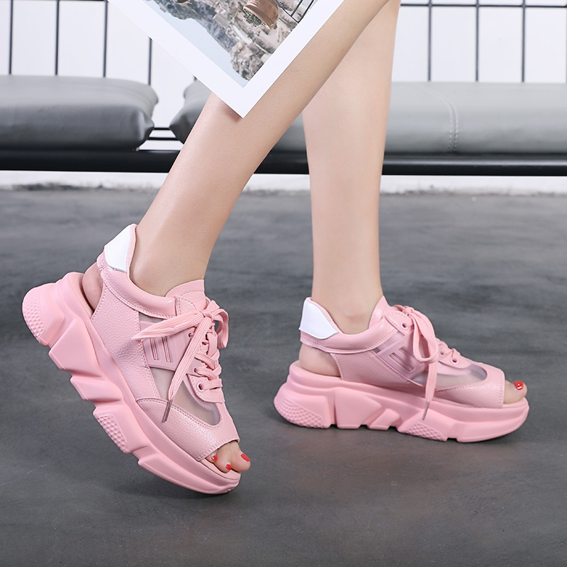 2018 New Summer Women Soft and Comfortable Outdoor Sandals Platform Sandals Beach Shoes Platform Sneakers Ladies Sports Shoes in Beach Outdoor Sandals from Sports Entertainment