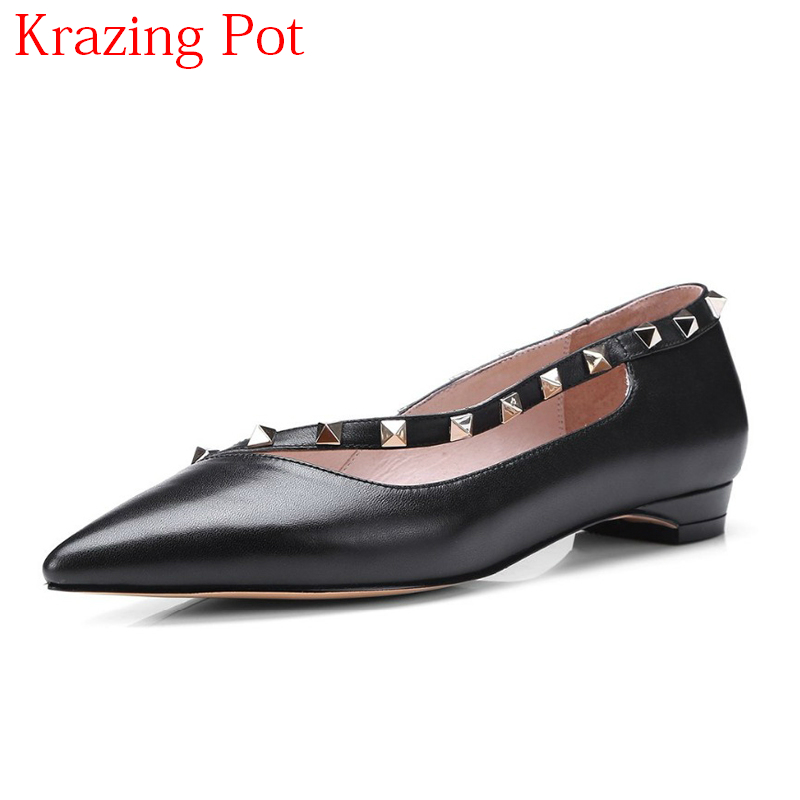 2018 Genuine Leather Slip on Shallow Article Rivet Casual Pointed Toe Women Flats Sweet Runway Elegant Women Driving Shoes L60