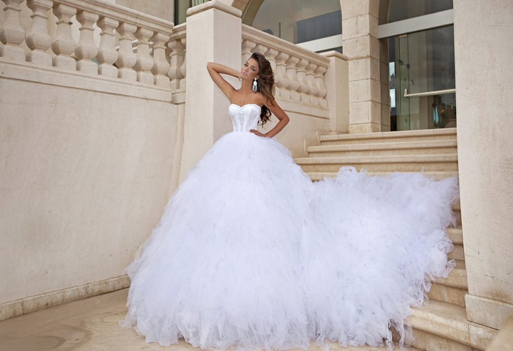 2015 Amazing White Bridal Ball Gown Sweetheart Applique