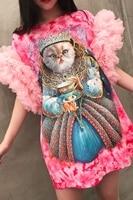 Różowa dłuższa bluzka barwiona metodą tie dye z tiulowymi rękawkami i nadrukiem kota
