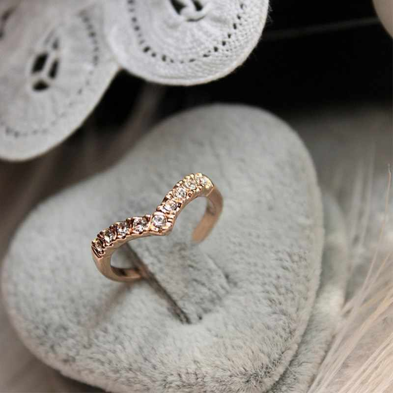 Unique Design Concise Simple Style Rhinestone Crystal V-shaped Tail Rings For Women 8RD23
