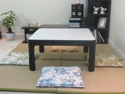 Japanese Kotatsu Table Small 60cm Reversible Top Black/White Living Room Furniture Foot Warmer Heated Low Coffee Table Designer