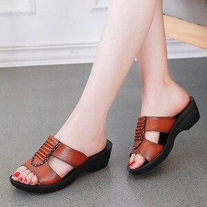 Image 5 - GKTINOO אמיתי LEAHTER כפכפים נשים קיץ נעלי רך תחתון נוח אמא כפכפים נשים סנדלים בתוספת גודל 35 41