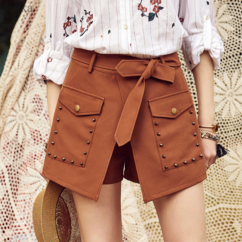 ARTKA 2018 Summer New Women Solid Vintage All-match   Shorts   Fashion Rivet Pockets Casual   Shorts   Skirts with Belt KA10187X