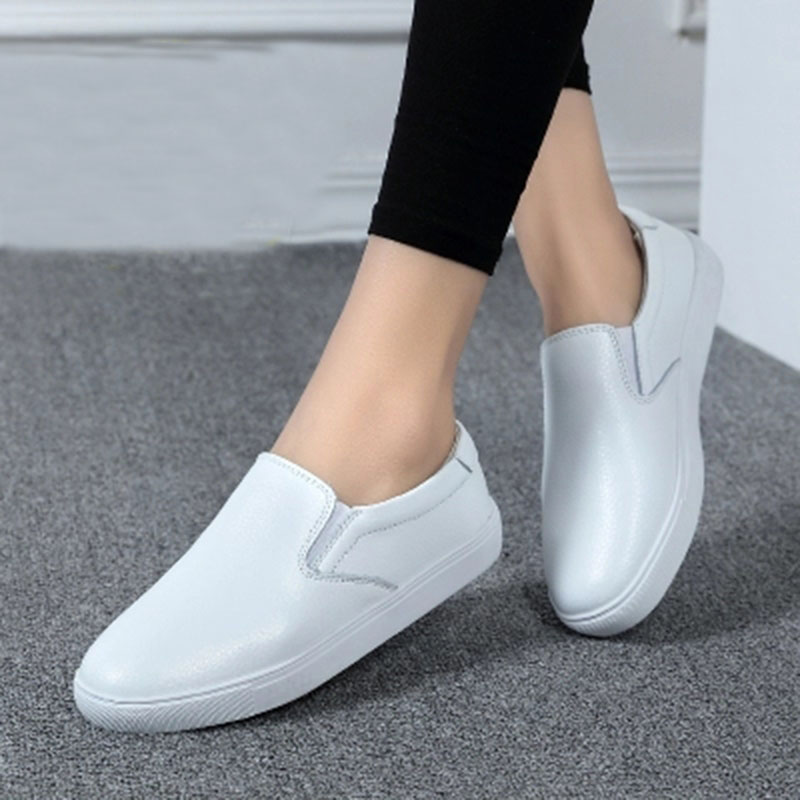 Women Sneakers 2018 Summer Women Casual Shoes Fashion Breathable Casual Women Shoes Black White Slip-On light Soft Flats Shoes anastasia beverly hills набор в косметичке для бровей golden blonde blond brow kit