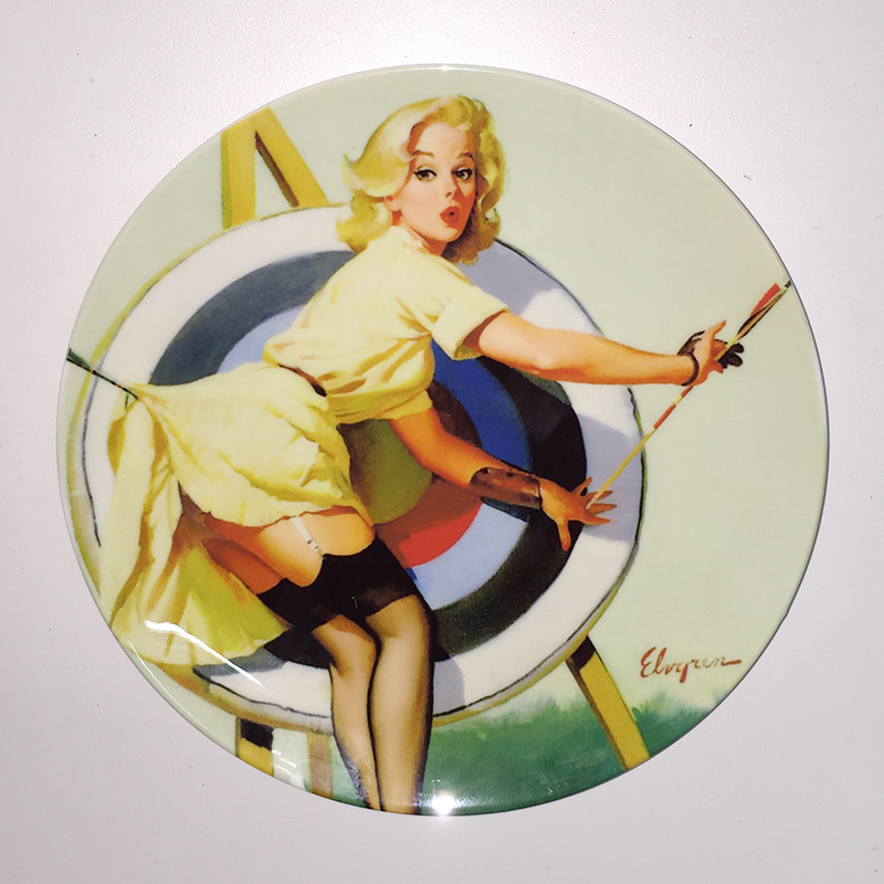 Artist Gil Elvgren Sexy Beauty Painting Plate Retro Illustrator Pin-up Girls Home Decorative Dish Pretty Girl Wall Hanging Plate