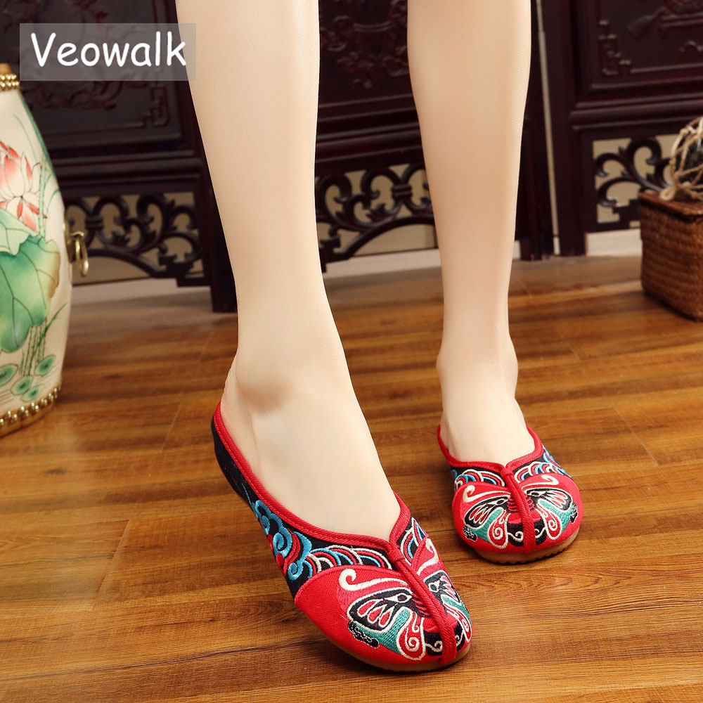 Veowalk Handmade Opera Embroidery Women Summer Shoes Fashion Women Old Beijing Home Slippers Casual Soft Shoes Mujer Plus Size стоимость