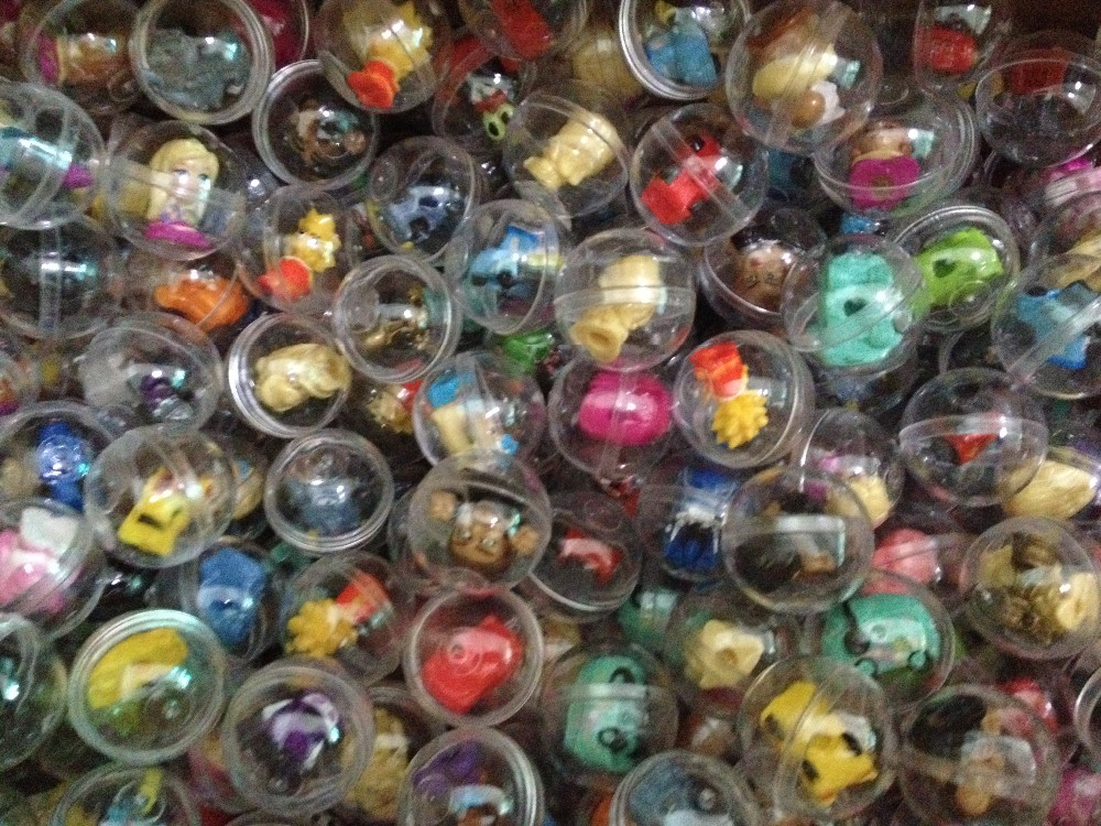 200pcs Good Quality 28mm Chinese Version Squinkies Capsule balls with soft rubber cartoon figure car Mini