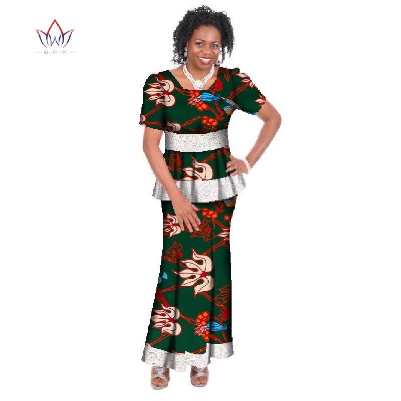70c5ec828f Africain Bazin Femmes à manches courtes Deux Pièces costume Plus La Taille  afrique Femmes Vêtements o-cou Dashiki Marque Jupe Ensemble Coton 6xl WY412