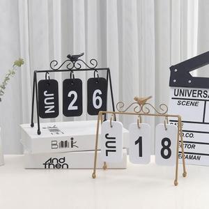 Image 2 - 2020 패션 수동 책상 금속 달력 홈 장식 사무실 테이블 calendario pared 나무 편지지 소녀 생일 선물