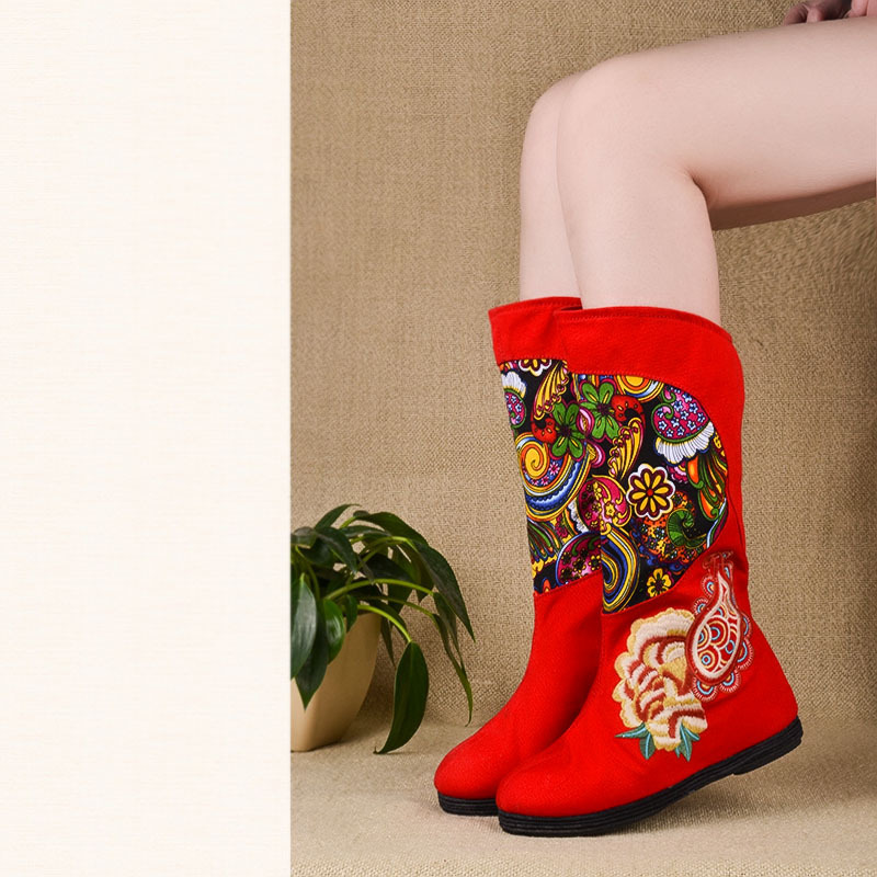2015 New Old Beijing Women Autumn Winter Chinese Style Flats Round Toe Embroidery Fashion Mid Calf Boots Size 35-40 SXQ0812 weowalk 5 colors chinese dragon embroidery women s old beijing shoes ladies casual cotton driving ballets flats big size 34 41