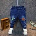 Rasgado ripped denim jeans para niños pantalones vaqueros de los bebés del niño pantalones vaqueros de los niños de moda para niños pantalones de mezclilla casual para 2-7Y