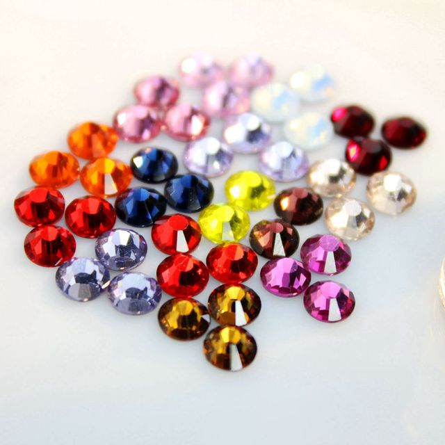 Crystal Castle 5A Super Rhinestones Glue SS6-SS30 Nails Strass Clothes Stone  Sewing Fabric Rhinestone Decoration Hotfix Strass 62e8122e1035