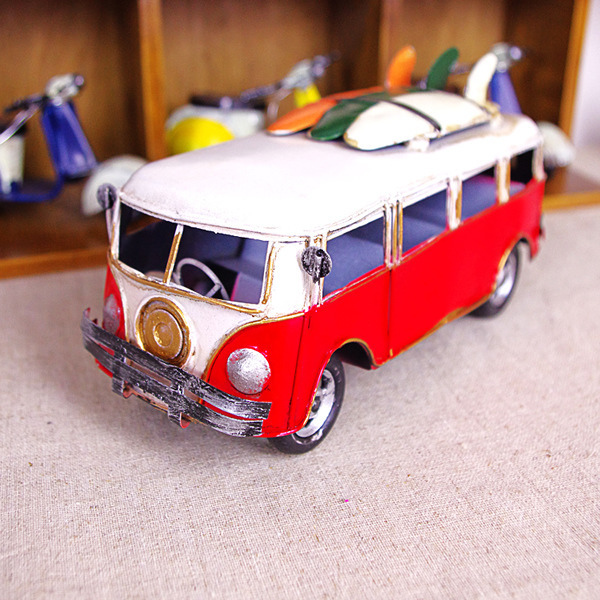 Nostalgia Tourist Bus with Surfing Board Car Model Photo Props Creative Gift Retro Metal Handicraft Desktop Home Decoration