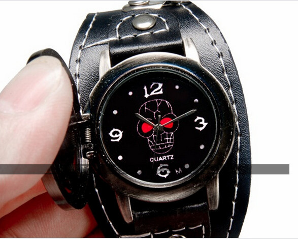 One Piece Unisex Faux Leather Strap Round Analog Watch