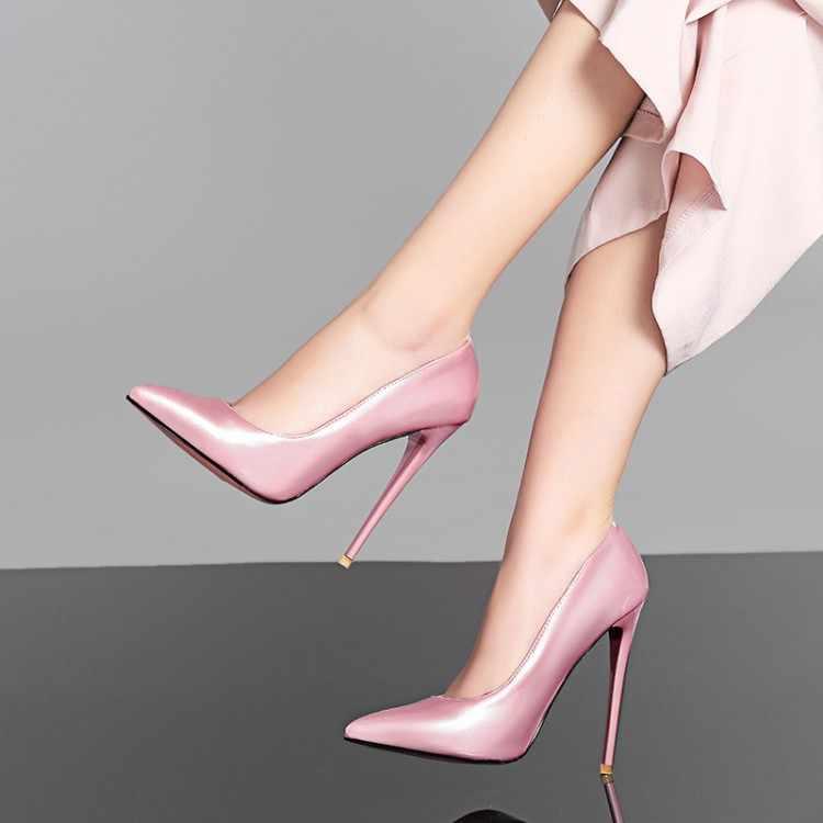 5ab042ab4752 ... Новые модные женские кожаные туфли с розовой подошвой, украшенные  жемчугом, пикантные женские туфли- ...