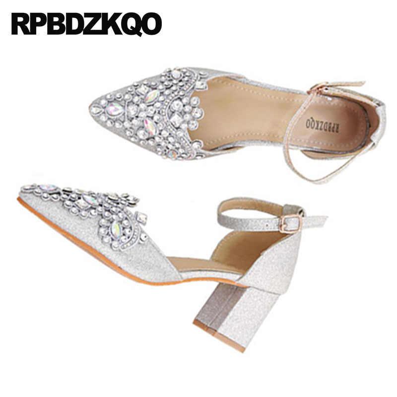 Besar Ukuran Tali Pergelangan Kaki Sandal Wanita Menunjuk Toe 33 Glitter Perak Tebal Pihak Diamond Rendah Tumit Kristal Bridal Berlian Imitasi Sepatu