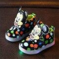 Niñas Zapatos de Bebé de La Manera Zapatos de Los Niños de Mickey Mouse Led Light Up Luminoso Zapatillas Niñas Princesa Zapatos de Los Niños Con La Luz